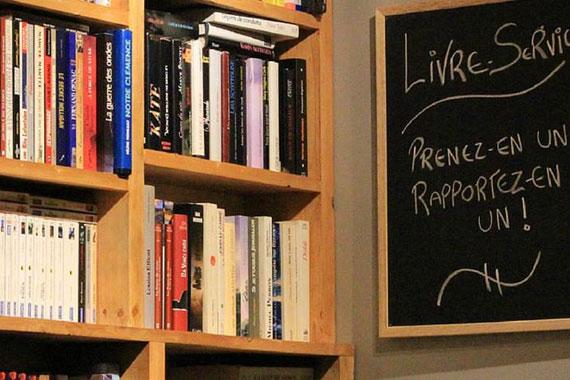 Bibliothèque communautaire au Café du Marché à Saint-Étienne-des-Grès