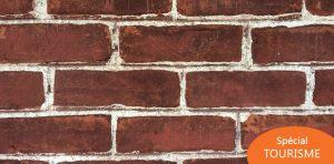 Un mur de briques rouges… pas ordinaire du tout!